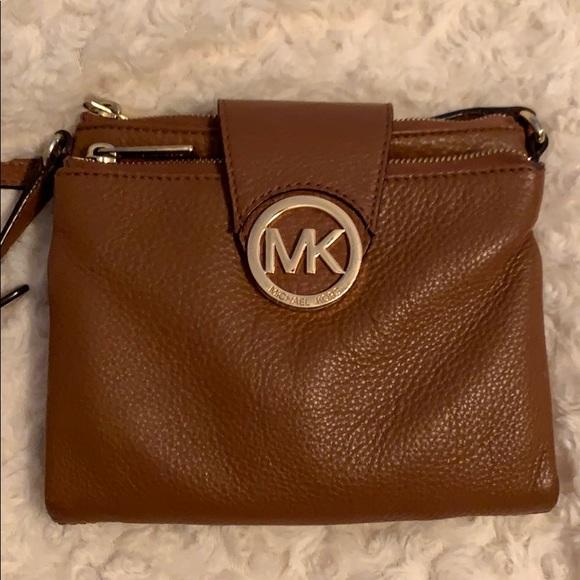 2f40b047d803 Large Michael Kors Fulton Brown Crossbody Bag. M_5c3a57b92beb790dba70c9d5